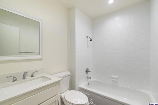 28801 Conejo View Drive, Agoura Hills CA: http://media.crmls.org/mediaz/977945B2-3986-48F4-A7ED-1633F90F7BB7.jpg