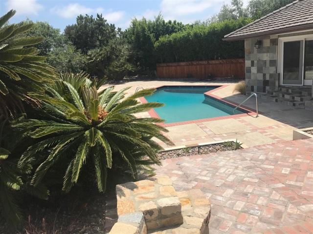 5665 Linea Del Cielo, Rancho Santa Fe CA: http://media.crmls.org/mediaz/977A0311-DAC6-4D8E-BE2C-7C89516E4A1D.jpg