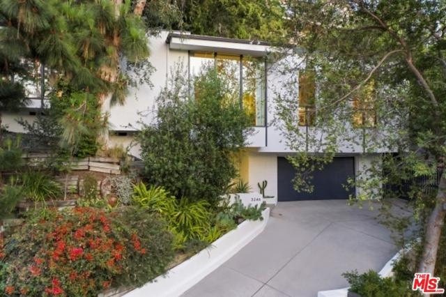 3246 Primera Avenue, Los Angeles CA: http://media.crmls.org/mediaz/97D48ECE-6995-49A5-BB4D-CCDF4B0E7FF2.jpg