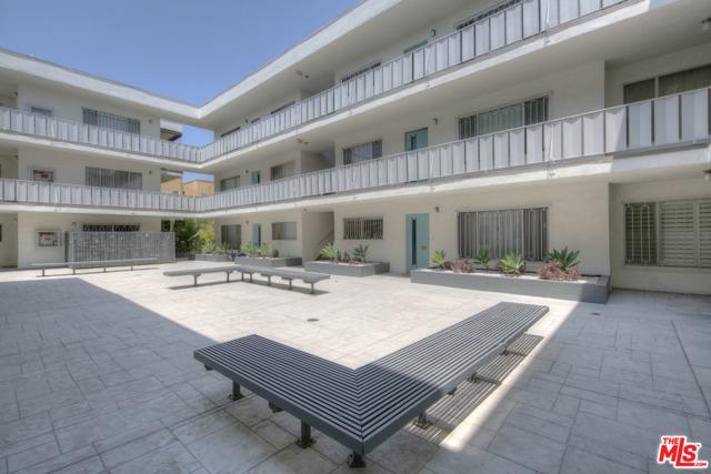 4343 Finley Avenue, Los Angeles CA: http://media.crmls.org/mediaz/98347E72-CBDE-4FEE-BC3E-174109CC869F.jpg