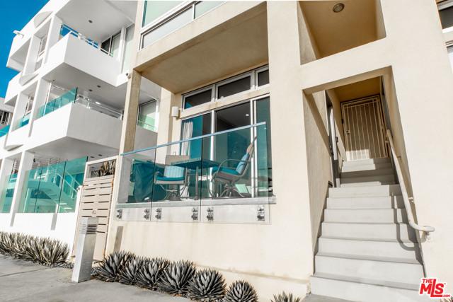 1 IRONSIDES Street, Marina del Rey CA: http://media.crmls.org/mediaz/98896C98-46BB-44A8-9297-A1C74D3601F4.jpg