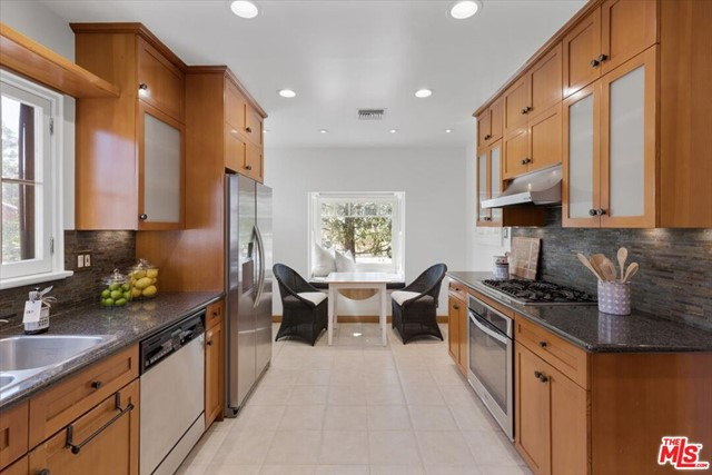 1508 N Harding Avenue, Pasadena CA: http://media.crmls.org/mediaz/98C01B1F-51B5-4134-A576-00E45EF2CC6E.jpg