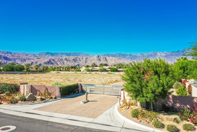 7 Mountain Vista Court, Rancho Mirage CA: http://media.crmls.org/mediaz/9900F133-D053-4F5B-9A52-C4011507DF13.jpg