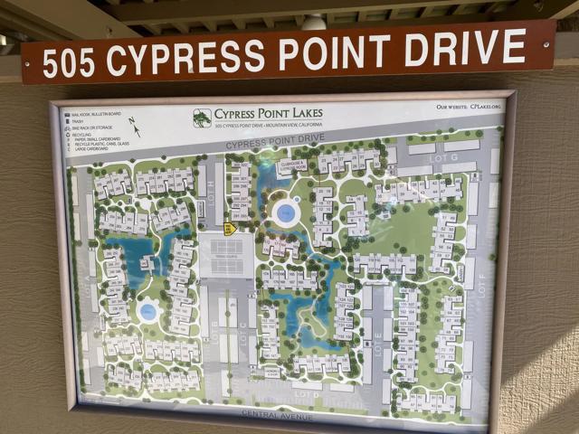 505 Cypress Point Drive, Mountain View CA: http://media.crmls.org/mediaz/99622B3B-F60F-4996-AEDA-63C99027DE4C.jpg
