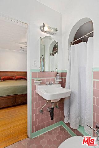 卧房个数: 3, 浴室个数 : 2
