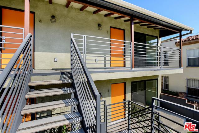 1166 S Cochran Avenue, Los Angeles CA: http://media.crmls.org/mediaz/9A5CB7DA-FC22-4E6D-BD59-BC2D095AB508.jpg