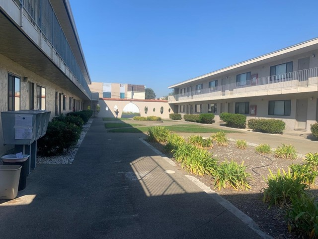 161 Country Club Drive, South San Francisco CA: http://media.crmls.org/mediaz/9A60D30B-10B9-4F43-B727-5D4B0003FA7E.jpg