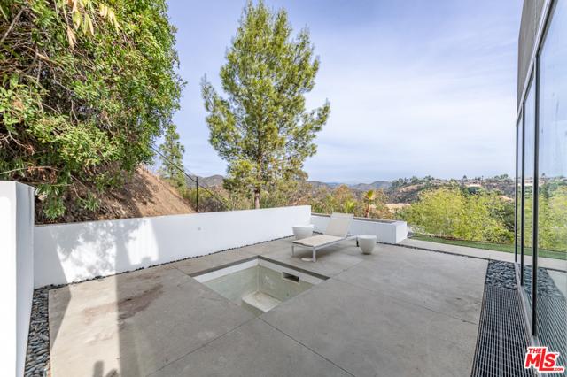 1704 STONE CANYON Road, Los Angeles CA: http://media.crmls.org/mediaz/9AB468A1-1C2E-4E2E-B202-B37E942363EB.jpg