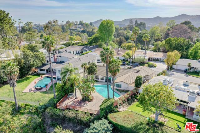 2254 Stradella Road, Los Angeles CA: http://media.crmls.org/mediaz/9AEE2D02-A13C-4B15-AB97-7CDBA65FD6FB.jpg