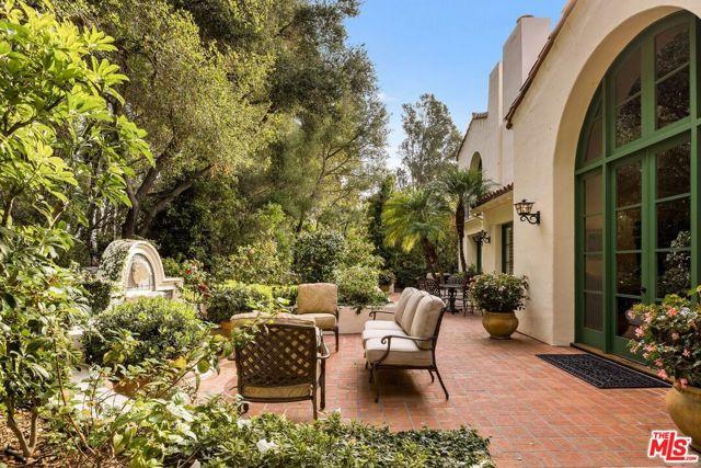 492 Monarch Lane, Santa Barbara CA: http://media.crmls.org/mediaz/9AEF2036-1DD3-4352-9041-F3F61A561542.jpg