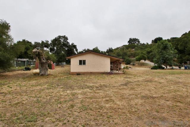 17550 Highway 67, Ramona CA: http://media.crmls.org/mediaz/9AF22DB9-EB43-421B-B99E-FE71FB5B094F.jpg