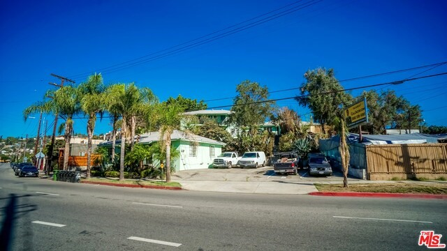 Single Family for Sale at 609 Avenue 28 W Los Angeles, California 90065 United States