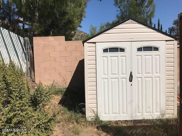 6405 Keystone Street, Simi Valley CA: http://media.crmls.org/mediaz/9BC82465-2958-477C-9764-2168EB28903C.jpg