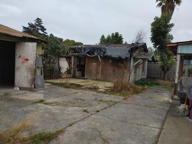 950 4th Street, San Jose CA: http://media.crmls.org/mediaz/9C28F7CC-3E6B-48A6-9146-0847C43A467D.jpg
