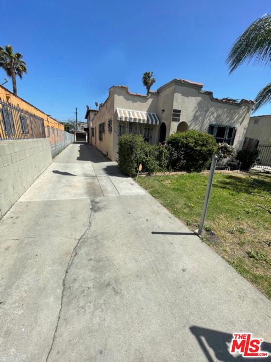 6544 S Victoria Avenue, Los Angeles CA: http://media.crmls.org/mediaz/9C967D35-070C-40D8-A247-B054F6ADE1A0.jpg