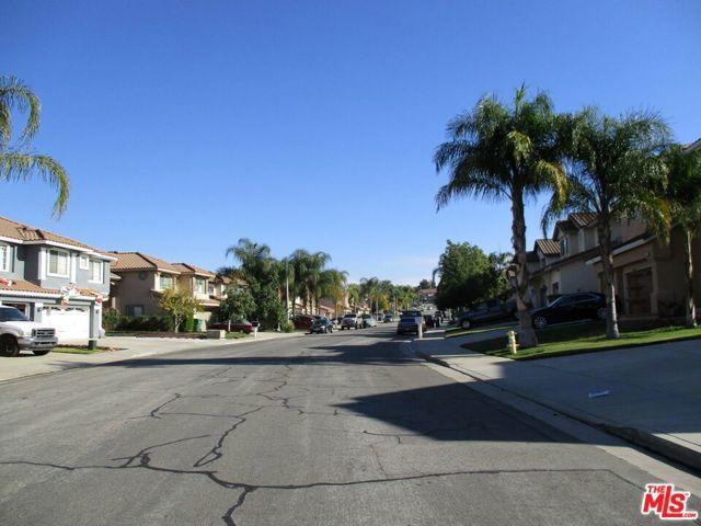 27185 Ocean Dunes Street, Moreno Valley CA: http://media.crmls.org/mediaz/9CB818CF-D898-41AD-9FDA-B422EDF9D13D.jpg