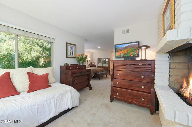 931 Evenstar Avenue, Westlake Village CA: http://media.crmls.org/mediaz/9CECF30C-ADF8-4F7B-BF9B-5FD309C93E49.jpg