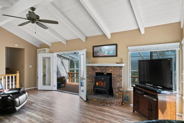 19080 Oak Heights Drive, Salinas CA: http://media.crmls.org/mediaz/9D206026-F864-4F06-B1CD-BD7C2F1B58EE.jpg