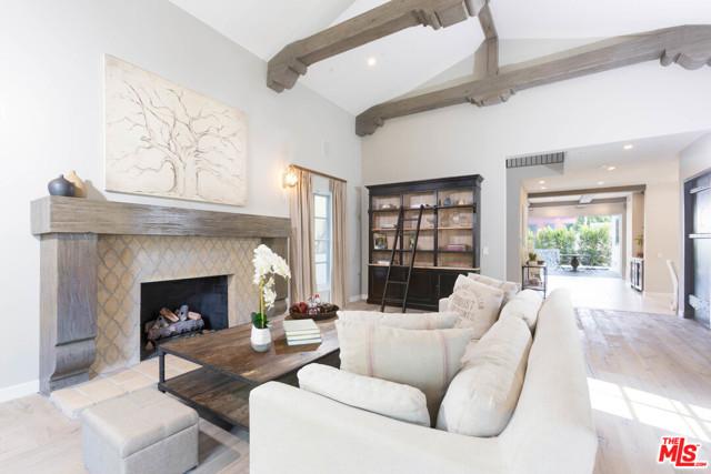 336 El Camino Drive, Beverly Hills CA: http://media.crmls.org/mediaz/9D311D27-C948-4407-A88E-1F5DFBA8AC96.jpg