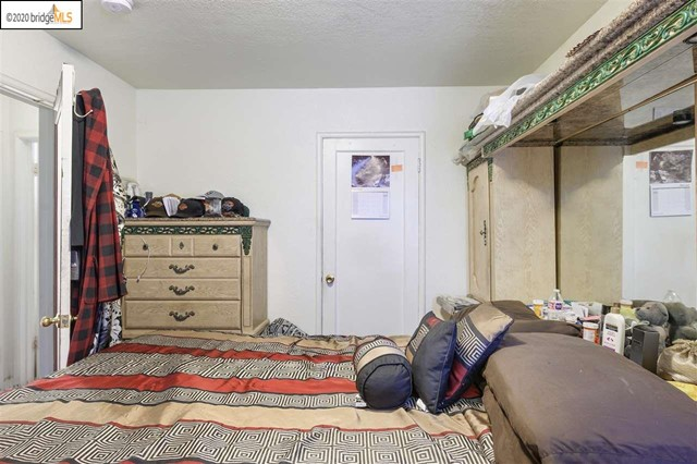 7311 Hillside St, Oakland CA: http://media.crmls.org/mediaz/9D64CF91-435C-4FEB-91D9-284B995DD7C3.jpg