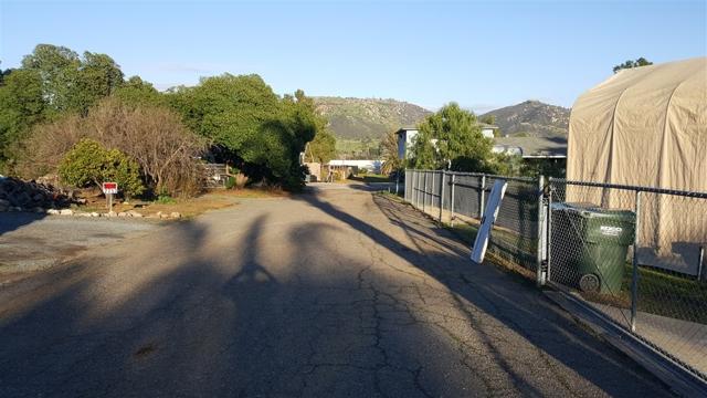 2247 COUNTRY CREEK ROAD, San Marcos CA: http://media.crmls.org/mediaz/9D9B2B9F-6B1F-4824-B024-D382231EC89C.jpg