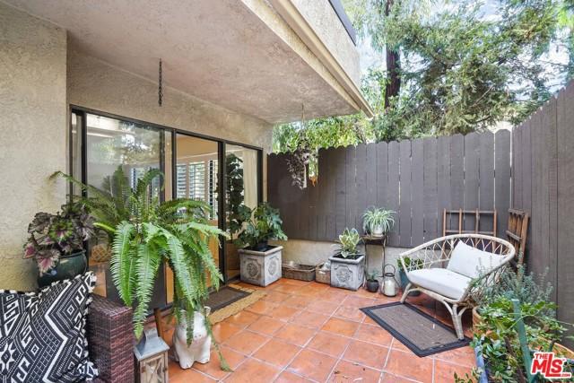 950 N Kings Road, West Hollywood CA: http://media.crmls.org/mediaz/9DB87918-8A21-47EF-AF40-11C06E7BE030.jpg