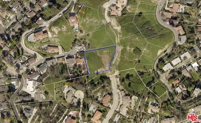 4933 N CERRILLOS Drive, Woodland Hills CA: http://media.crmls.org/mediaz/9DF060DA-C5D4-43F7-BB2B-D44C2DDDA7C4.jpg