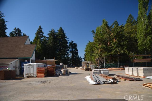 26567 Pine Avenue, Rimforest CA: http://media.crmls.org/mediaz/9E33C47E-F130-460A-89F4-9EDB3A2174E1.jpg
