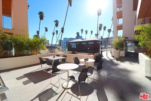 453 S KENMORE Avenue, Los Angeles CA: http://media.crmls.org/mediaz/9E462609-4D05-4E11-944C-8031B30209E6.jpg
