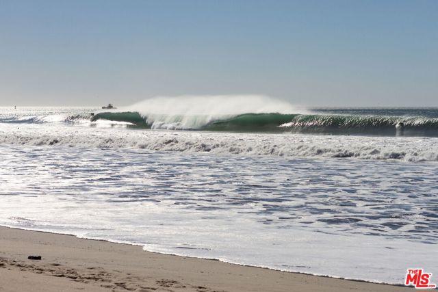 826 Bluewater Way, Port Hueneme CA: http://media.crmls.org/mediaz/9ECD6891-2C60-4D60-A4E2-09096242D0C7.jpg
