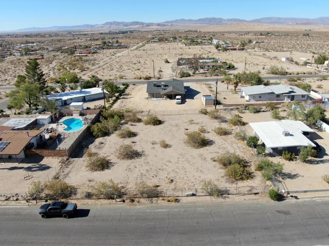 231 Serrano Drive, 29 Palms CA: http://media.crmls.org/mediaz/9EEEDD51-279B-4297-A56F-EF9D1BE2A11A.jpg