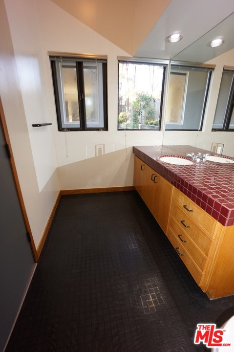 1425 MONTE GRANDE Place, Pacific Palisades CA: http://media.crmls.org/mediaz/9FAD4C03-CAA7-41F6-9A4E-0D0E630460C4.jpg