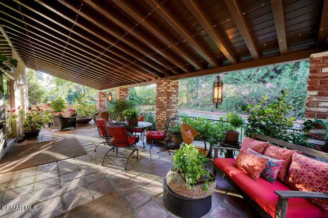 931 Evenstar Avenue, Westlake Village CA: http://media.crmls.org/mediaz/A0046FE2-76E8-4D01-9506-C198C011B3CD.jpg