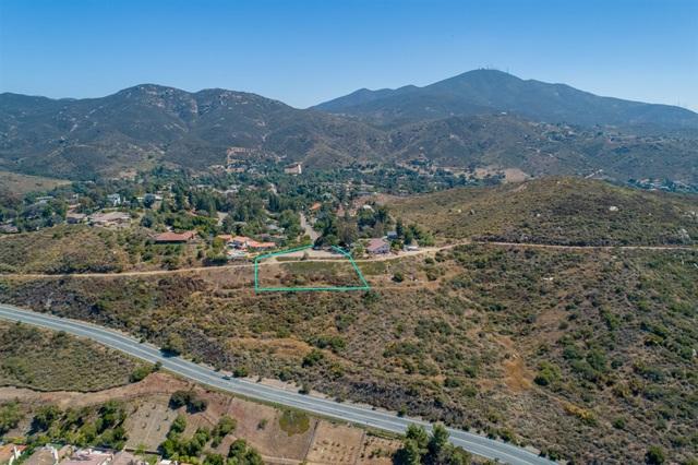 3251 Vista Cielo Ln, Spring Valley CA: http://media.crmls.org/mediaz/A035B705-706A-44BE-81DD-42AEEB41DFCD.jpg