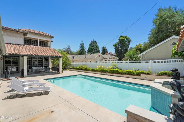 695 Lakewood Place, Pasadena CA: http://media.crmls.org/mediaz/A0CA0384-E0F6-472C-8BB5-8E053DD76C37.jpg
