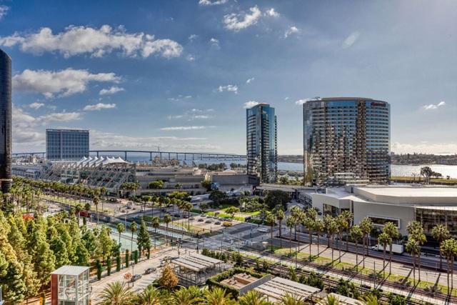 550 Front St, San Diego CA: http://media.crmls.org/mediaz/A0D4E593-F113-4DBE-BB7E-B7D52921B721.jpg