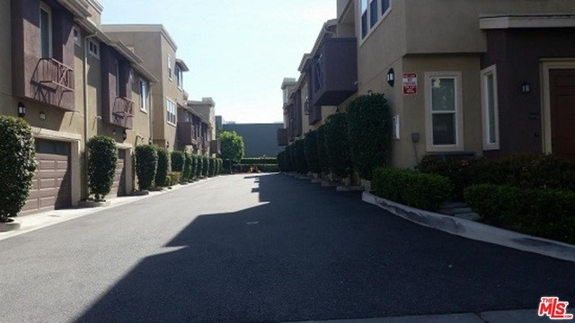 Condominium for Rent at 500 Willowbrook Avenue N Compton, California 90220 United States