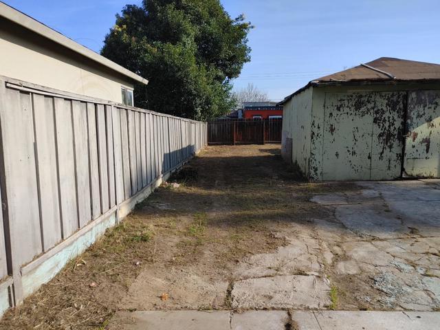 950 4th Street, San Jose CA: http://media.crmls.org/mediaz/A1623762-C22A-4C9C-9A41-2A5F8F677B5C.jpg
