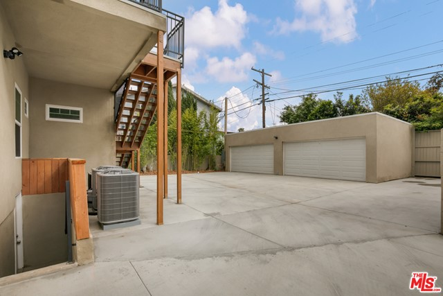 4632 St Charles Place, Los Angeles CA: http://media.crmls.org/mediaz/A1822ED3-C56F-4FDB-A94E-D43D79C6412D.jpg