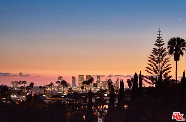 7831 Hillside Avenue, Los Angeles CA: http://media.crmls.org/mediaz/A1D2AF85-8F06-497B-83A2-2F570F03C662.jpg
