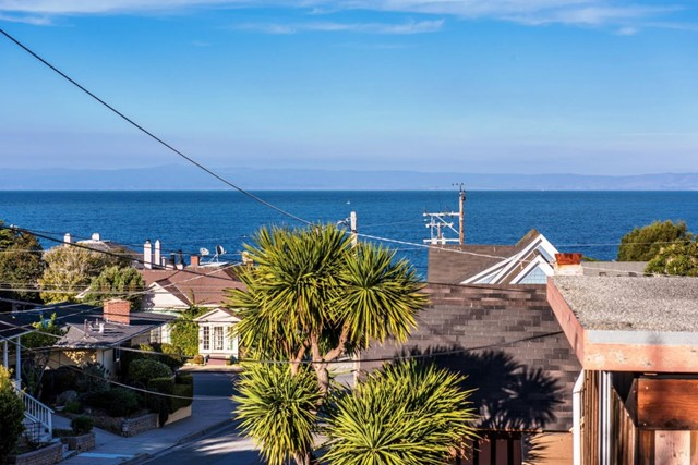 226 Lighthouse Avenue, Pacific Grove CA: http://media.crmls.org/mediaz/A23C2935-1E4F-430F-A008-D1F1F221652B.jpg