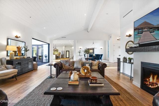 11121 Valley Spring Lane, Studio City CA: http://media.crmls.org/mediaz/A257CE38-7168-42B1-8726-1682B669BEC7.jpg