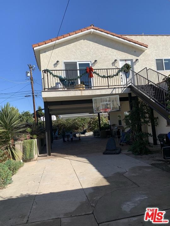 2038 2040 Butler Avenue, Los Angeles CA: http://media.crmls.org/mediaz/A2770549-5E3A-4B0E-8DDB-16924B88E048.jpg