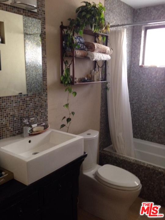 1105 IDAHO Avenue, Santa Monica CA: http://media.crmls.org/mediaz/A282FC1D-AEAE-4785-A8AD-1DA9EE894A08.jpg