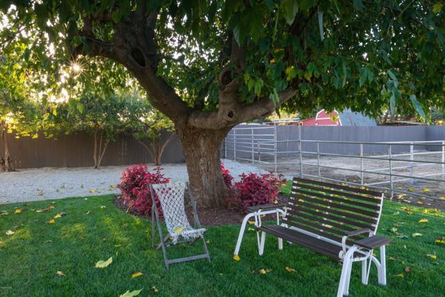 1089 Waverly Heights Drive, Thousand Oaks CA: http://media.crmls.org/mediaz/A283ABF4-3AF1-443B-BB66-1A449F0A06EA.jpg