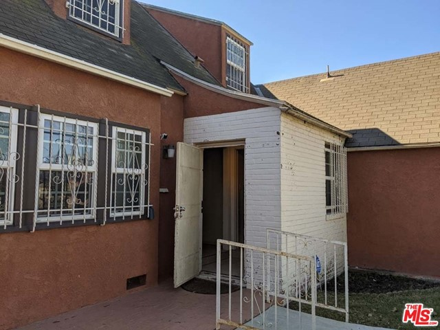 332 W Laurel Street, Compton CA: http://media.crmls.org/mediaz/A2E6C823-3EB7-4844-92E5-E66788B49008.jpg