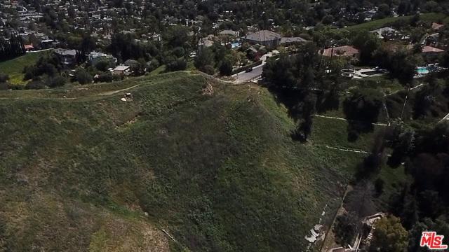4933 N CERRILLOS Drive, Woodland Hills CA: http://media.crmls.org/mediaz/A302B609-00EF-48C3-BCD3-459837131BC1.jpg