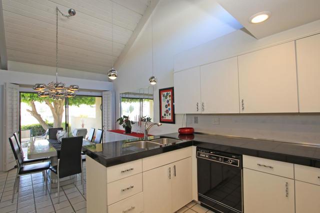 34800 Mission Hills Drive, Rancho Mirage CA: http://media.crmls.org/mediaz/A350EED3-27A4-4AEE-88C3-BD27116385A2.jpg