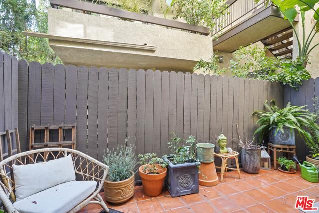 950 N Kings Road, West Hollywood CA: http://media.crmls.org/mediaz/A3C743A6-CD46-4CA3-9384-B71F0DF75EFB.jpg