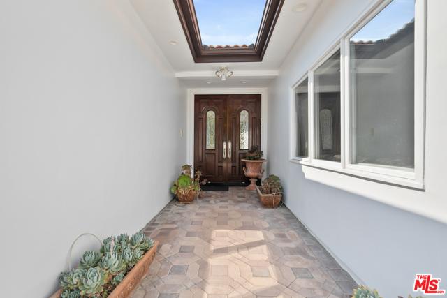 4311 Coquette Place, Tarzana CA: http://media.crmls.org/mediaz/A3CEB922-BEDA-4F9F-8751-94B1307D8ADB.jpg